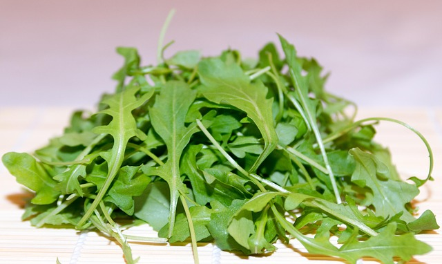 Rocket Arugula Leaves - How To Grow Lettuce