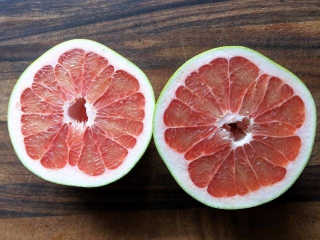 What is Pomelo - Pomelo Fruit Cut in Half