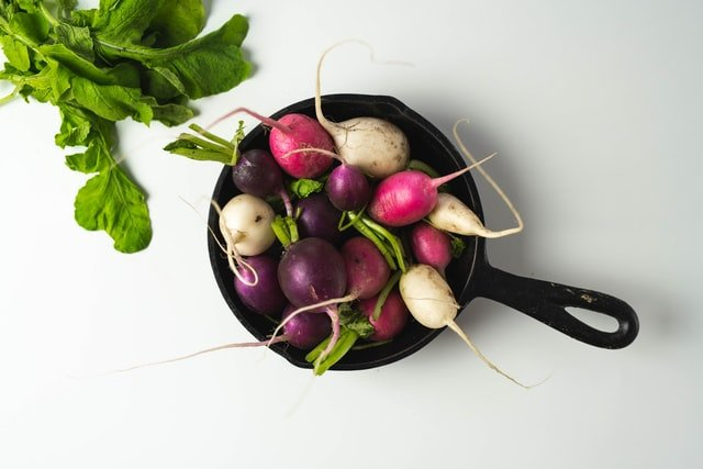 Pan Full Of Radishes - Turnips Vs Radishes What's the Difference