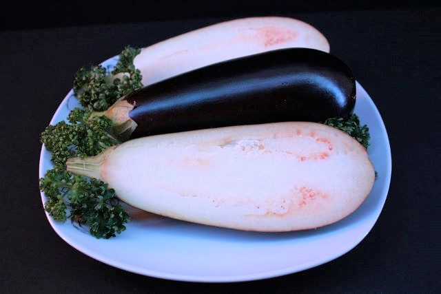 Remove the Seeds from Eggplant - What Makes Eggplants Bitter